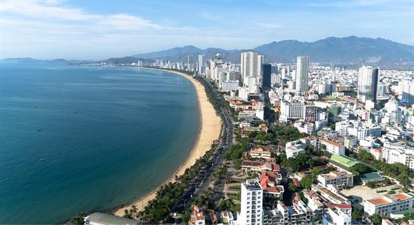 Quỹ đất khu vực ven biển đường Trần Phú khan hiếm cả quỹ đất phát triển cũng như các dự án căn hộ thương mại.