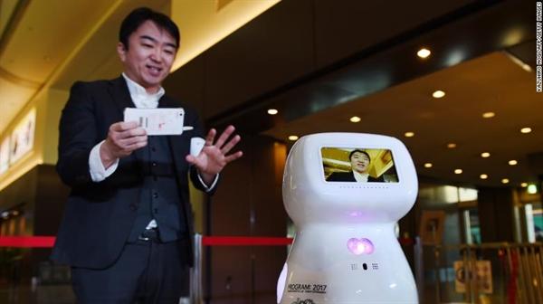 """Giám đốc điều hành Taisuke Ono của Donut Robotics cho rằng: """"Bất chấp virus Corona, chúng ta đôi khi cần gặp gỡ trực tiếp với nhau"""". Nguồn ảnh: CNN."""