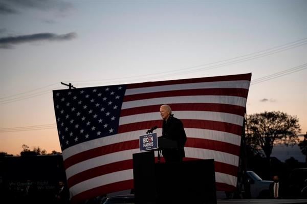 Nếu giành chiến thắng, Biden sẽ phải đối mặt với một loạt thách thức khó khăn ngoài đại dịch và suy thoái kinh tế. Ảnh: AFP.