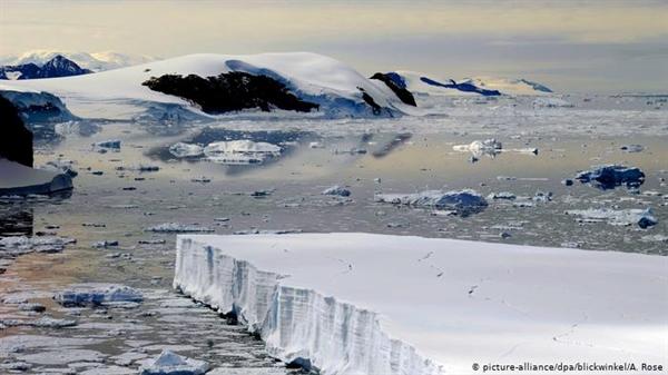 IPCC mô hình hóa các kịch bản để giữ ấm dưới 2 độ, dựa vào năng lượng tái tạo, năng lượng hạt nhân và công nghệ mới. Ảnh: DW.