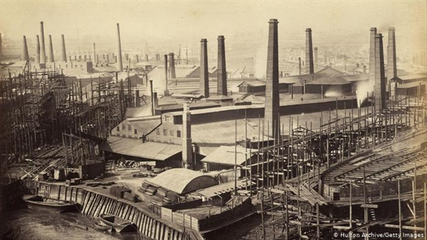 Nhiên liệu hóa thạch đã đưa thế giới vào con đường mở rộng sản xuất nhanh chóng kể từ cuộc cách mạng công nghiệp. Ảnh:DW.