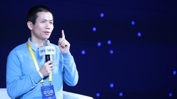 Tỉ phú Zhang Bangxin, người sáng lập và Giám đốc điều hành của TAL Education Group, phát biểu trong Hội nghị Thượng đỉnh Giáo dục Toàn cầu 2019 vào ngày 25.11.2019 tại Bắc Kinh, Trung Quốc. Ảnh: VCG.