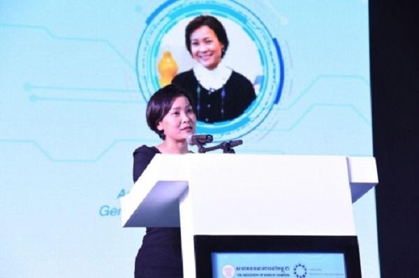 Theo Tổng giám đốc ngân hàng trung ương Campuchia Chea Serey, Hệ thống mới sẽ giúp thanh toán dễ dàng hơn và tạo điều kiện thuận lợi cho các giao dịch không dùng tiền mặt. Ảnh: NBC.