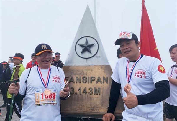 Vận động viên cao tuổi nhất, bác Nguyễn Khắc Xuyên, 61 tuổi