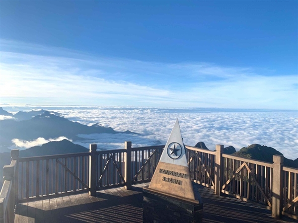 Biển mây đẹp ngợp ngời tại đỉnh Fansipan