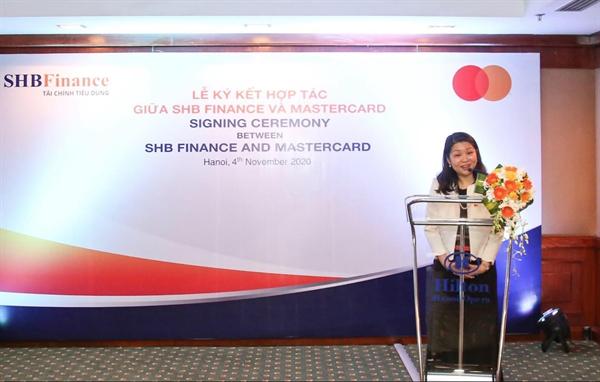 Đại diện tổ chức thẻ quốc tế MasterCard, Bà Winnie Wong, Giám Đốc khu vực Việt Nam, Lào và Cam-pu-chia đánh giá cao tầm nhìn của SHB Finance