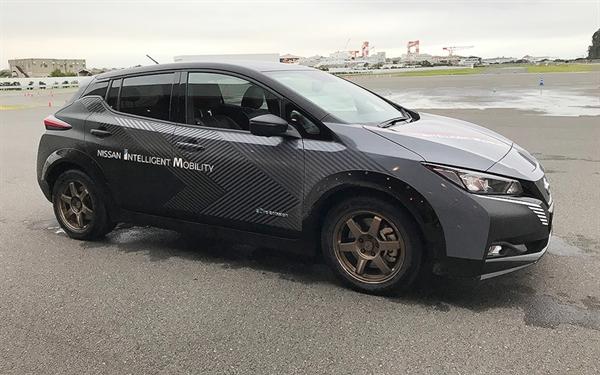 Nissan demo xe cho EV 2 động cơ, dẫn động 4 bánh. Nissan Motor nỗ lực trở thành người dẫn đầu trong các lĩnh vực điện khí hóa, lái xe tự động và kết nối. Ảnh: Autonews.