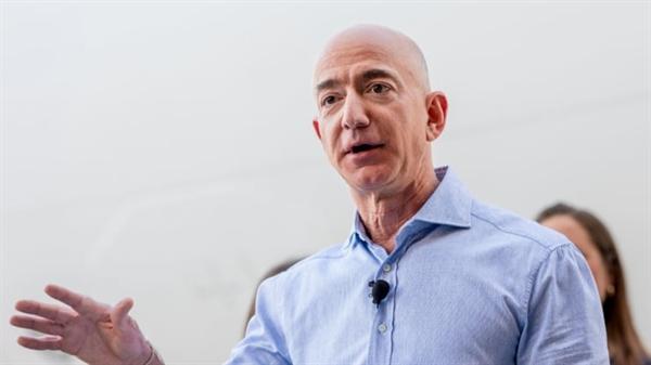 """""""Tầm nhìn là hoàn toàn quan trọng, nhưng nó không đáng để bạn chú ý hàng ngày,"""" ông Bezos nói. Ảnh: CNBC."""