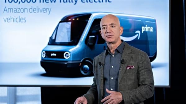"""con đường dẫn đến thành công là bất cứ điều gì ngoài đường thẳng."""", ông Bezos chia sẻ. Ảnh: CNBC."""