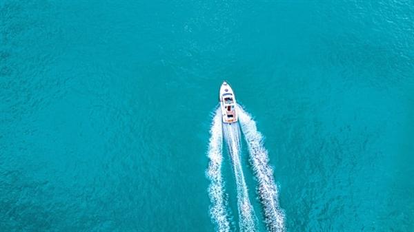 Thuê thuyền tư nhân có thể cung cấp một phương tiện để thoát khỏi sự đông đúc của xã hội. Ảnh: CNBC.