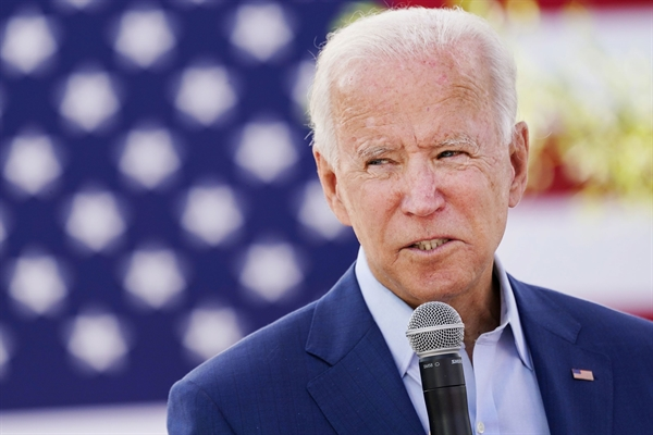 Tổng thống đắc cử của Mỹ Joe Biden cũng thúc đẩy các công ty hoặc tiểu bang loại bỏ carbon khỏi lĩnh vực điện vào năm 2035. Ảnh: Reuters.