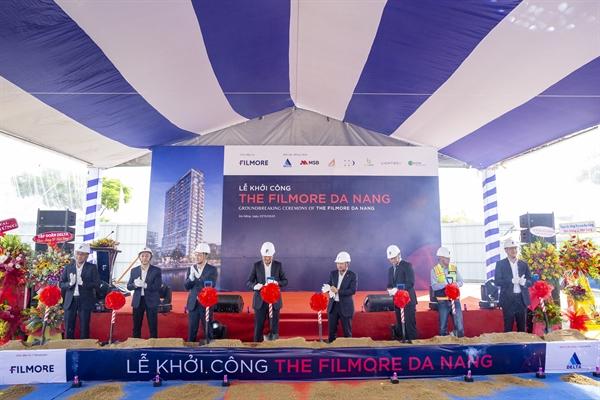 Đại diện Chủ đầu tư, Nhà thầu, các Đối tác và Ban quản lý dự án thực hiện nghi thức khởi công xây dựng dự án The Filmore Đà Nẵng.
