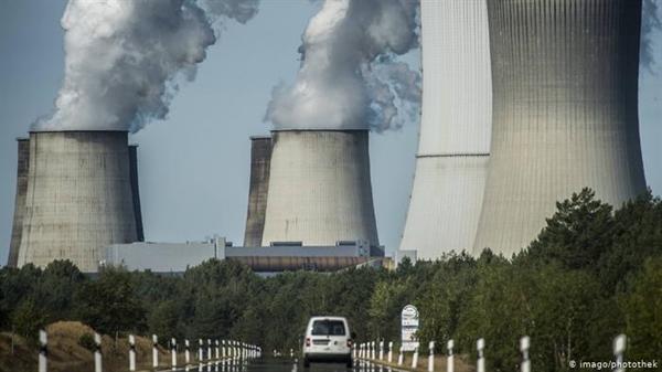 Thu hút CO2 từ các nhà máy điện được coi là ngày càng cần thiết để đạt được mục tiêu phát thải. Ảnh: Deutsche Welle.