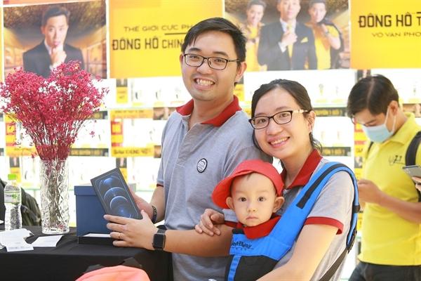 """Sau những mong đợi, tín đồ """"nhà Táo"""" tại Việt Nam đã tin tưởng và chọn Thế Giới Di Động để sở hữu iPhone 12."""