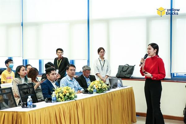 Bà Đoàn Kiều My, Trưởng Làng Công Nghệ Tiên Phong, Nhà sáng lập YellowBlocks tham luận về tiềm năng phát triển công nghệ tiên phong tại Việt Nam.