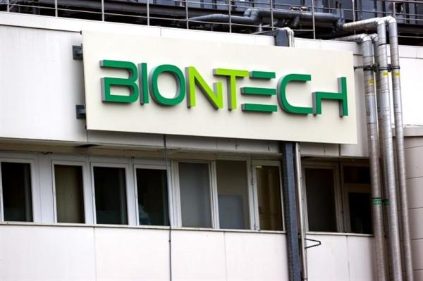 Người đồng sáng lập BioNTech hôm 3.12 đã gia nhập 500 người giàu nhất thế giới sau khi Vương quốc Anh chấp thuận sử dụng vaccine COVID-19 mà công ty Đức tạo ra với Pfizer. Ảnh: Bloomberg.