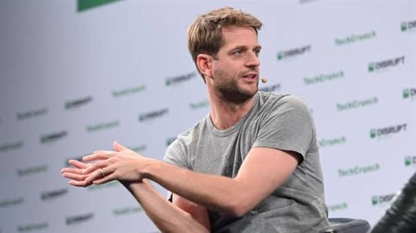 Người đồng sáng lập kiêm Giám đốc điều hành Klarna Sebastian Siemiatkowski phát biểu trên sân khấu tại TechCrunch Disrupt Berlin 2019 vào ngày 11.12 .2019. Ảnh: CNBC.