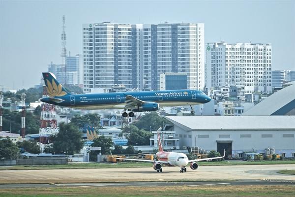 Công ty mẹ Vietnam Airlines có thể giảm đến 50.000 tỉ đồng doanh thu, tương đương giảm 48%, trong năm nay. Ảnh: Quý Hoà