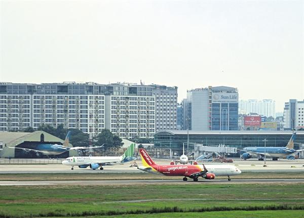 Sau khi các tuyến bay nội địa được mở trở lại, các hãng hàng không đang giảm mạnh giá vé để cạnh tranh.