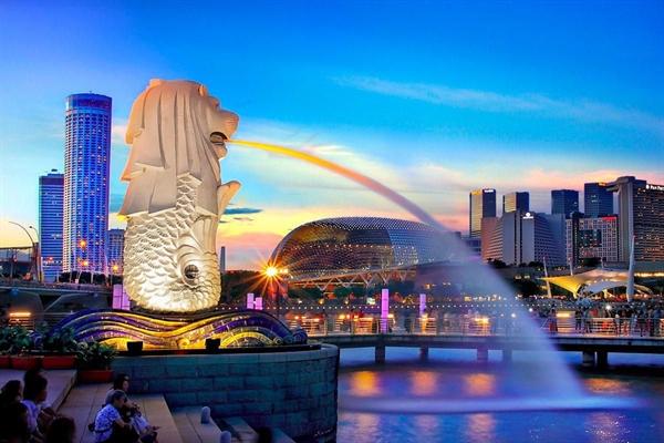 Singapore trở thành điểm đến hấp dẫn cho các tập đoàn tài chính toàn cầu khi lo ngại những rủi ro từ chính quyền Bắc Kinh. Ảnh: Forbes.