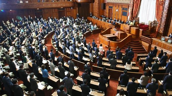 Hồi tháng 6, Quốc hội Nhật đã ban hành mức ngân sách bổ sung kỷ lục 31.910 tỉ yen. Ảnh: Nikkei Asian Review.