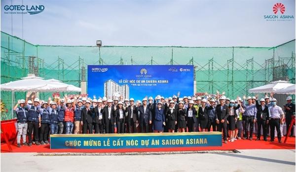 Hình ảnh đáng nhớ giữa các đơn vị hợp tác trong buổi lễ cất nóc dự án Saigon Asiana vào tháng 11/2020.