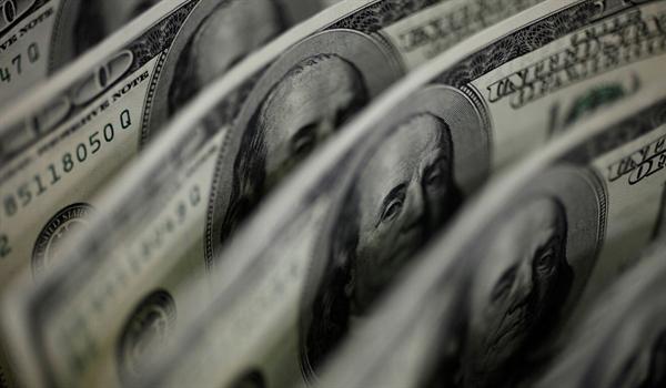 Đồng USD đã thống trị tối cao kể từ khi Hiệp định Bretton Woods năm 1944 liên kết các loại tiền tệ trên thế giới với đồng bạc xanh. Ảnh: Reuters.