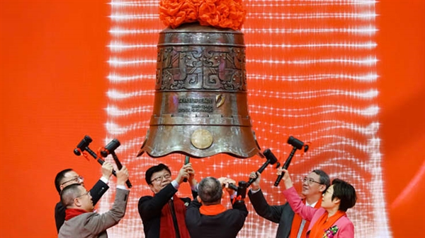 Lễ niêm yết của Công ty TNHH Điều khiển Thông minh Longtech Thâm Quyến và Công ty TNHH Công nghệ Thực phẩm Đường cao Thượng Hải tại Sở Giao dịch Chứng khoán Thâm Quyến, Trung Quốc. Ảnh: VCG.