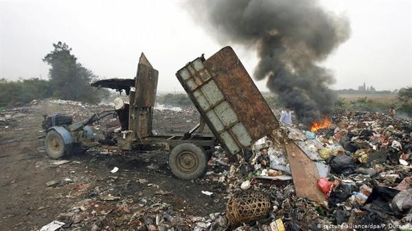 Cả con người và môi trường đều phải hứng chịu những tác động tiêu cực của rác thải điện tử. Ảnh: Deutsche Welle.