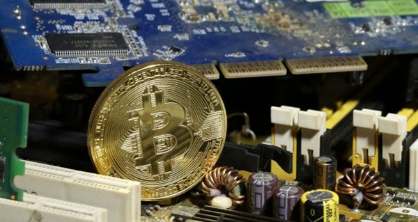 Sự thăng tiến của Bitcoin khiến tất cả ở trong một bong bóng trong lịch sử tài chính. Ảnh: Reuters.