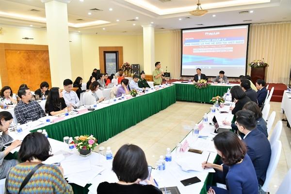 Các diễn giả tại buổi Tọa đàm về Khung pháp lý cho thuốc lá thế hệ mới tại Việt Nam. Ảnh: Minh Chuyên.