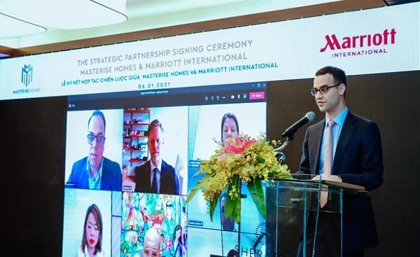 Ông Alexander Tatsis - Trưởng phòng Kinh tế, đại diện Lãnh Sự Quán Hoa Kỳ tại Việt Nam phát biểu tại lễ ký kết hợp tác giữa Masterise Homes & Marriott International .