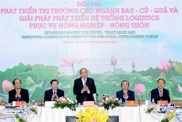 """Ông Lê Thành tại Diễn đàn """"Phát triển thị trường cho ngành rau - củ - quả và giải pháp phát triển hệ thống logistics phục vụ nông nghiệp, nông thôn""""."""