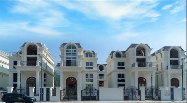 Hình ảnh biệt thự King Crown Village đầu tiên được bàn giao cho khách hàng
