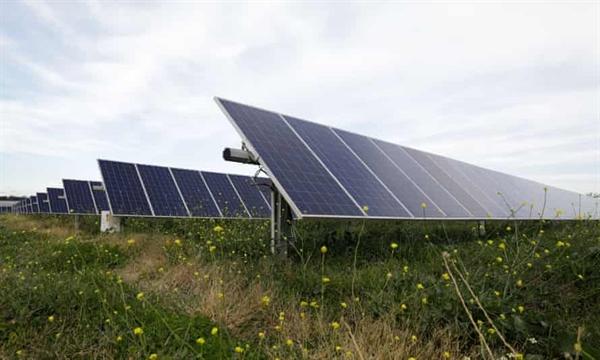 Các công ty điện và khí đốt lớn của Australia, bao gồm chủ sở hữu của tất cả các nhà máy nhiệt điện than hòa vào lưới điện quốc gia, đã kêu gọi chính phủ Morrison đặt mục tiêu phát thải khí nhà kính ròng bằng 0 vào năm 2050 theo Thỏa thuận Paris. Ảnh: The Guardian.