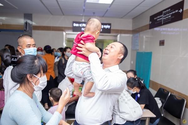 Cùng LG Việt Nam, Điện máy Xanh đã mang đến nụ cười đến các trẻ em hở hàm ếch.