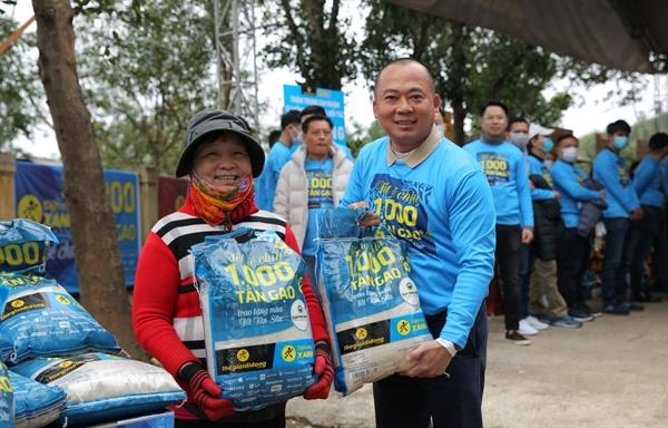 Chiến dịch Tết Sẻ Chia vừa được khởi động tại Quảng Bình, mở đầu cho hành trình mang 1.000 tấn gạo trao khắp Việt Nam.