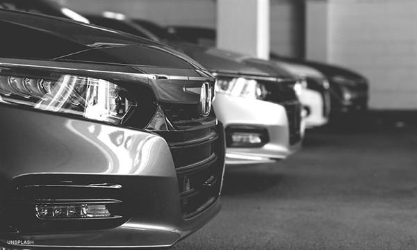 Ô tô ngày càng phụ thuộc vào chip cho mọi thứ, từ quản lý động cơ bằng máy tính để tiết kiệm nhiên liệu tốt hơn đến các tính năng hỗ trợ người lái như phanh khẩn cấp. Ảnh: CNN.