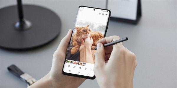 Điểm độc đáo nhất là S20 Ultra là điện thoại dòng S đầu tiên hỗ trợ bút cảm ứng S Pen.