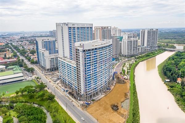 The Peak được định vị cao cấp nhất không chỉ bởi thiết kế, vật liệu hay hệ thống tiện ích của dự án mà còn bởi giá trị của một bất động sản ven sông với thế đất có bờ sông ôm dọc chiều dài công trình.