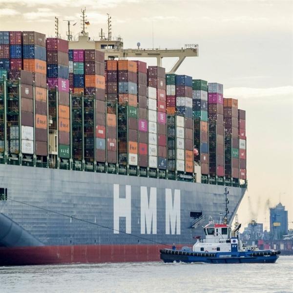 Sau khi nhu cầu của phương Tây đối với hàng hóa sản xuất tại châu Á tăng trở lại vào nửa cuối năm 2020, sự cạnh tranh giữa các chủ hàng đối với các container có sẵn đã khiến giá cước vận chuyển tăng vọt. Ảnh: Freight Waves.