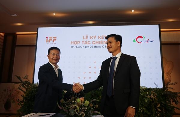 Ông Nguyễn Hoàng Sơn - Phó TGĐ IFF Holdings và Ông Phạm Quân Lực - Phó TGĐ Coteccons ký kết hợp tác chiến lược.