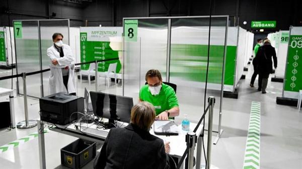 Một trung tâm tiêm chủng COVID-19 khu vực ở Ludwigsburg, miền nam nước Đức. Tình trạng thiếu vaccine ngừa COVID-19 gây áp lực lên các nhà lãnh đạo châu Âu. Ảnh: AFP.
