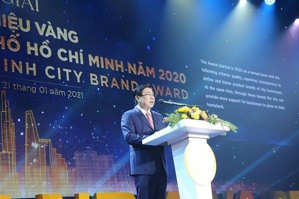 Chủ tịch UBND TP. HCM Nguyễn Thành Phong phát biểu tại lễ trao giải thưởng Thương hiệu Vàng TP. HCM diễn ra ngày 21-1. Ảnh: Thành Hoa.