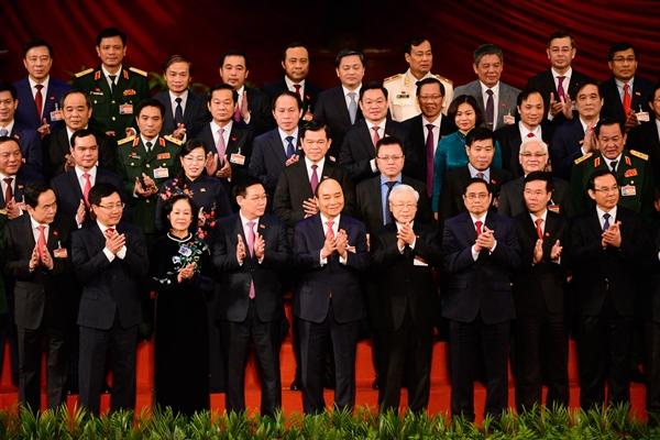 Ban Chấp hành Trung ương Đảng khóa XIII ra mắt tại phiên bế mạc đại hội