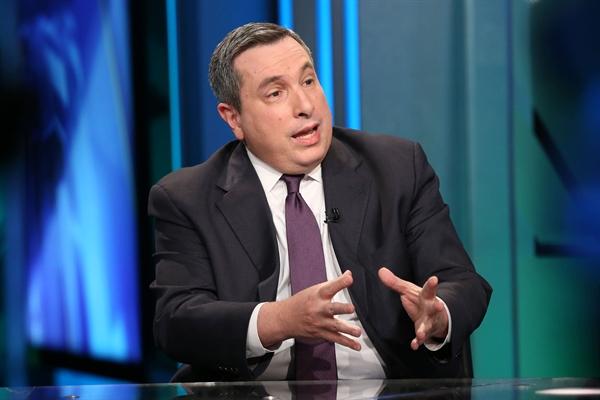 Ông Julian Emanuel, Giám đốc chiến lược vốn chủ sở hữu và phái sinh tại BTIG. Ảnh: CNBC.