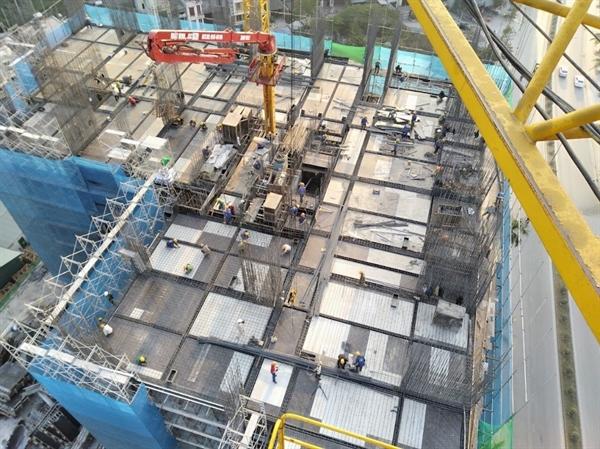 Dự án đã xây dựng tới tầng 13, hệ thống thoát nước, cấp nước đường nội bộ cũng đang được thi công hoàn thiện.