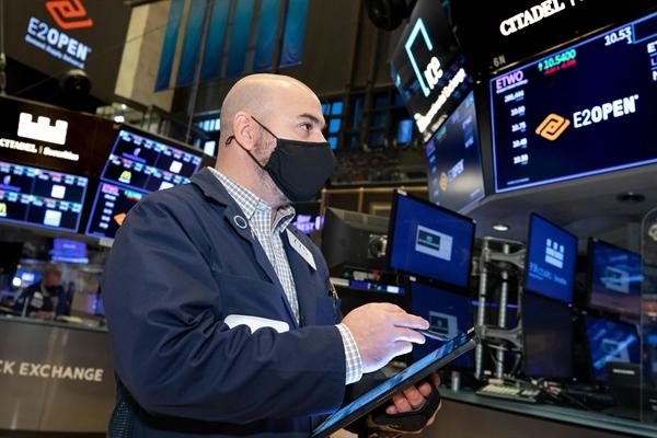 Mặc dù, về mặt lý thuyết FED có thể tăng lãi suất để cố gắng ngăn chặn bong bóng thị trường chứng khoán, nhưng đó không phải là điều mà FED từng làm hoặc có kế hoạch thực hiện. Ảnh: ST.