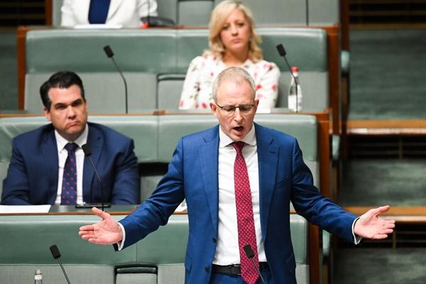 Bộ trưởng Truyền thông Úc Paul Fletcher cho biết: mối quan hệ giữa các công ty truyền thông và các nền tảng công nghệ đã trở nên mất cân bằng. Ảnh: EPA.
