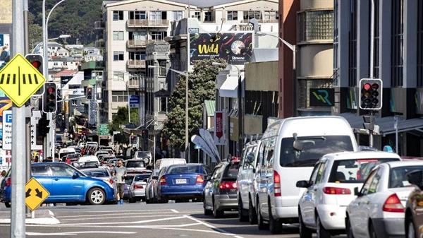 Khi xem xét việc điều chỉnh hành trình ô tô hay máy bay, cần biết rằng ô tô chiếm 11% lượng khí thải gây hiệu ứng nhà kính trên thế giới, trong khi hàng không chỉ chiếm 2%. Ảnh: Stuff.